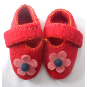 http://craftsandfelt.com/145-1024-thickbox/felt-baby-shoes.jpg
