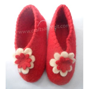 http://craftsandfelt.com/146-1025-thickbox/felt-baby-shoes.jpg