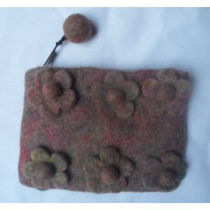 http://craftsandfelt.com/205-268-thickbox/handmade-felt-coin-purse.jpg