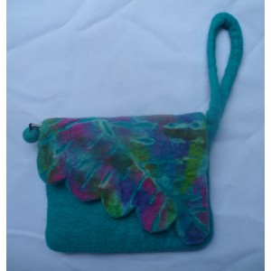 http://craftsandfelt.com/226-295-thickbox/felt-cutting-folding-purse.jpg