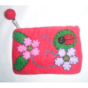 http://craftsandfelt.com/258-337-thickbox/felt-leaf-with-ladybird-purse.jpg