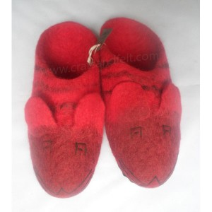 http://craftsandfelt.com/298-1003-thickbox/felt-tiger-design-slipper.jpg