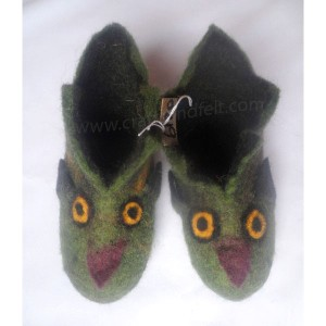 http://craftsandfelt.com/303-998-thickbox/felt-owl-design-baby-shoes.jpg
