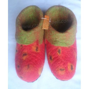 http://craftsandfelt.com/305-995-thickbox/felt-strawberry-design-shoes.jpg