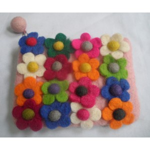 http://craftsandfelt.com/418-609-thickbox/felt-many-flower-purse.jpg