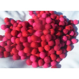 http://craftsandfelt.com/699-953-thickbox/1000piece-3-color-2cm-felt-balls.jpg