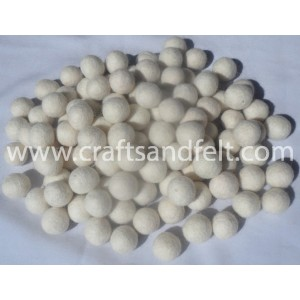 http://craftsandfelt.com/70-1141-thickbox/white-felt-balls-wholesale.jpg